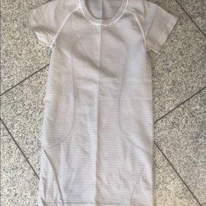 Lululemon, size 2 gray and white short sleeve top